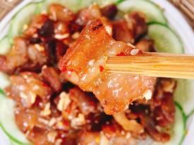 Thịt lợn rang tỏi ớt thơm nức