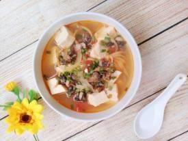 Canh ốc nấu đậu phụ ngọt ấm cho ngày mát trời