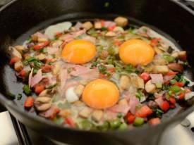 Trứng chiên nấm và phô mai